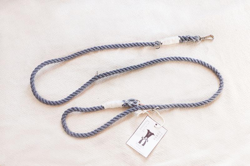 Szara smycz przepinana ze sznura dla psa